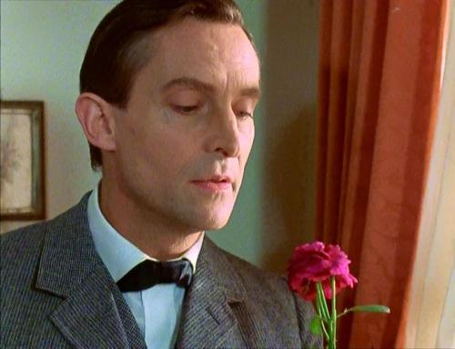 Sherlock Holmes karatasi la kupamba ukuta containing a business suit called Jeremy Brett