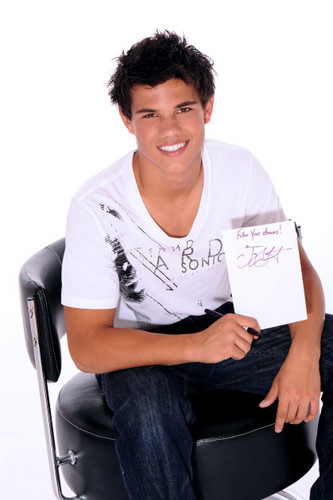 Taylor Lautner fond d'écran called Keith Munyan photoshoot outtakes