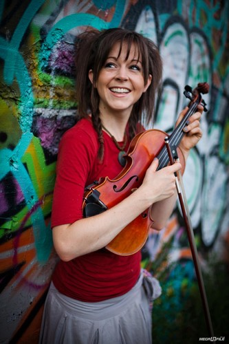 Lindsey Stirling wallpaper probably containing a concert entitled Lindsey