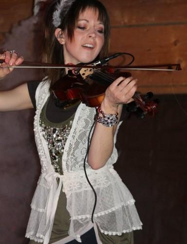 Lindsey Stirling wallpaper with a violist entitled Lindsey