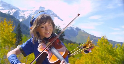 Lindsey Stirling 壁纸 containing a 小提琴手, 暴力, 中提琴手 called Lindsey