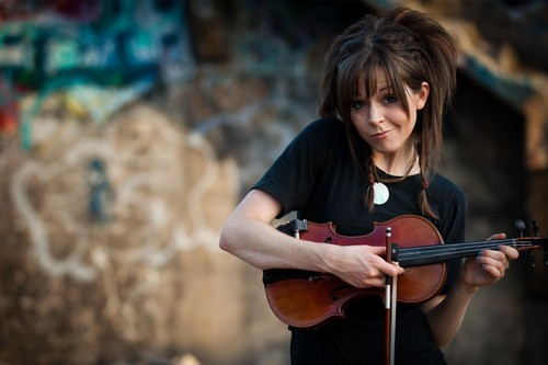 Lindsey Stirling 壁纸 possibly containing a 小提琴手, 暴力, 中提琴手 titled Lindsey