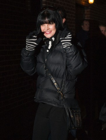 Pauley Perrette Arriving @ Late दिखाना With David Letterman - 04/02/2013