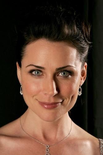 Rena Sofer / Queen Eva