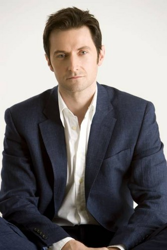 Richard Armitage kertas dinding containing a business suit, a suit, and a three piece suit titled Richard Armitage | 2008