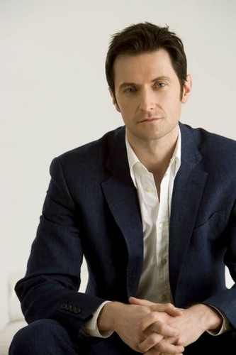 Richard Armitage Hintergrund containing a business suit, a suit, and a two piece called Richard Armitage | 2008