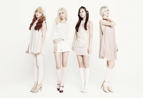 Hello Venus achtergrond containing a well dressed person titled Romantic Love