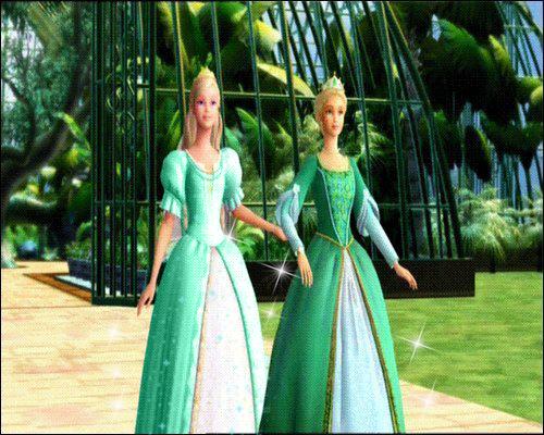 Rosella in green gaun