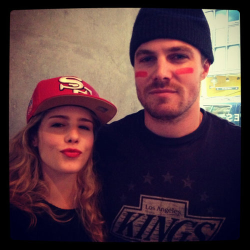 Oliver & Felicity kertas dinding possibly containing a topi, cap entitled Stephen Amell & Emily Bett Rickards