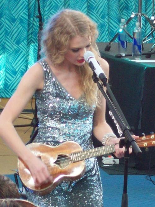 Taylor Swift Ukulele - msyugioh123 Photo (33551407) - Fanpop