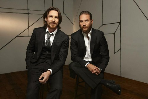 Том Харди Обои containing a business suit, a suit, and a dress suit entitled Tom Hardy - Christian Bale фото Shoot