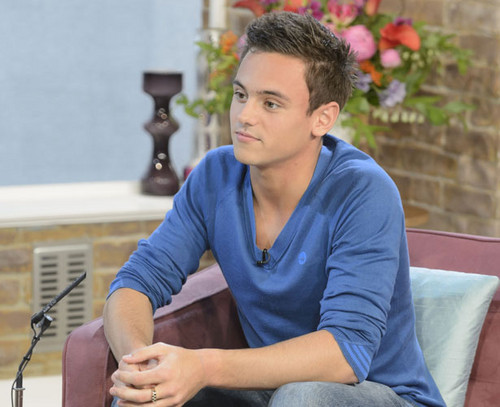 """Tom appears on """"This Morning"""" [04/01/13]"""