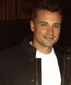 Tom Welling Hintergrund titled Tom