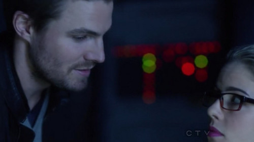 Oliver & Felicity Hintergrund possibly containing a portrait entitled Arrow