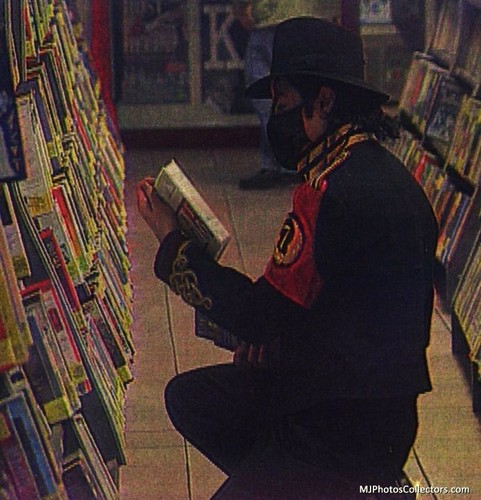 michael at a book negozio