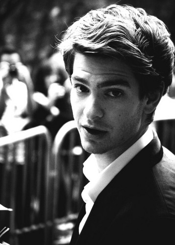 Andrew Garfield karatasi la kupamba ukuta containing a business suit titled ~Andrew!~