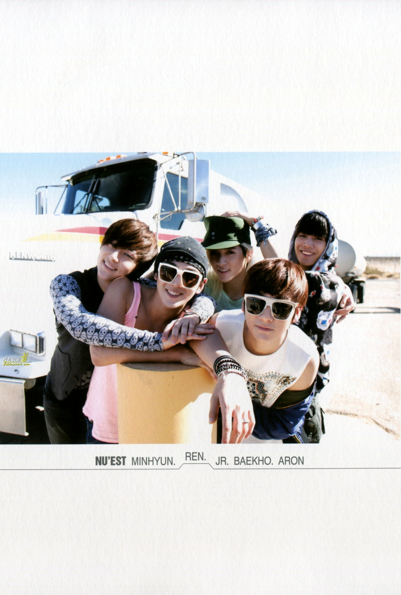 "[HQ] 2nd Mini Album Special Edition Photobook ""The moments"""