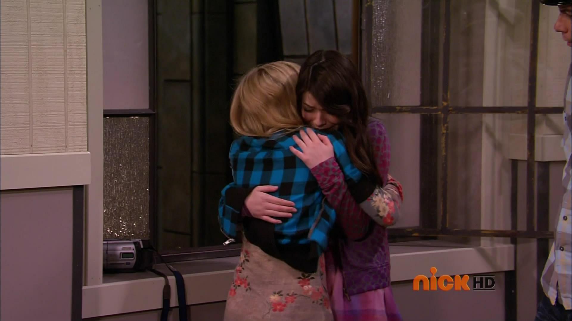 Sam And Carly Kiss