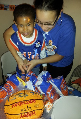 Carmelo Anthony's Biggest 4 năm old người hâm mộ Cameron