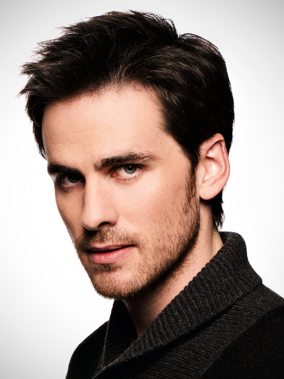The 36-year old son of father (?) and mother(?), 178 cm tall Colin O'Donoghue in 2017 photo