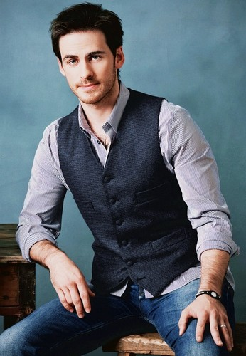 Colin O'Donoghue kertas dinding containing a business suit, a suit, and a well dressed person called Colin O'Donoghue ♥