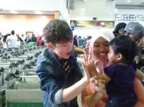 Cutest picture EVER of Greyson Chance with one of his youngest fans!!!!! ♥  - #PapaGreyson