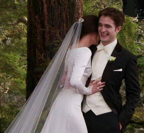 Twilight Series achtergrond titled Edward and Bella