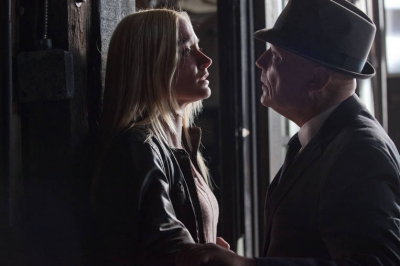 Georgina Haig achtergrond with a revolving door called Episodic Stills: 5.04 The Bullet That Saved the World