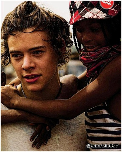One Direction پیپر وال possibly containing a sign entitled Harry styles Ghana, 2013