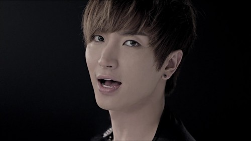 Super Junior hình nền with a portrait titled Leeteuk