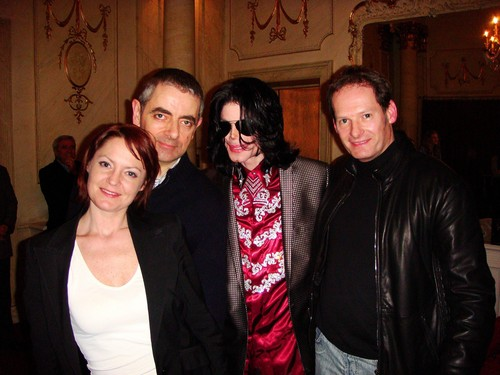 MR haricot, fève (ROWAN ATKINSON) AND MICHAEL JACKSON