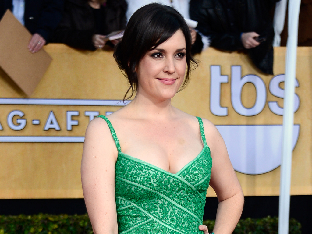 The 40-year old daughter of father Josh and mother Jotta, 170 cm tall Melanie Lynskey in 2017 photo