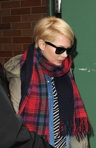 Michelle Williams Spotted in NYC - (19 February 2013)