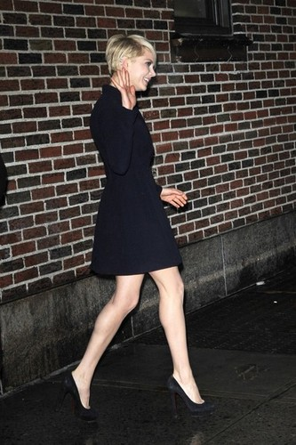 "Michelle Williams at the ""'Late tampil with David Letterman"" - (19 February 2013)"