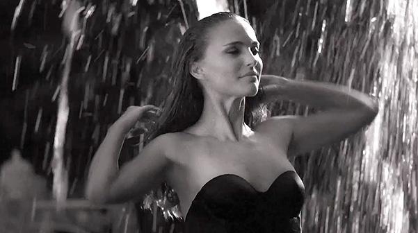 http://images6.fanpop.com/image/photos/33600000/Miss-Dior-2013-Picture-la-Vie-en-Rose-natalie-portman-33678817-601-336.jpg