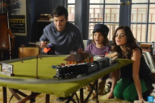 Pretty Little Liars - Episode 3.21 - Out of Sight, Out of Mind - Promotional تصاویر
