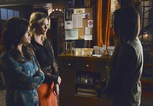 "Pretty Little Liars season 3 episode 22 ""Will The دائرے, حلقہ Be Unbroken?"" - promotional تصاویر"