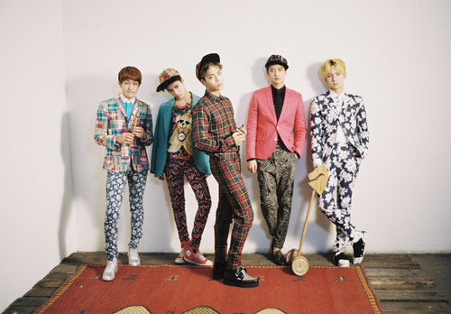 SHINee karatasi la kupamba ukuta probably with a well dressed person titled SHINee - Dream Girl