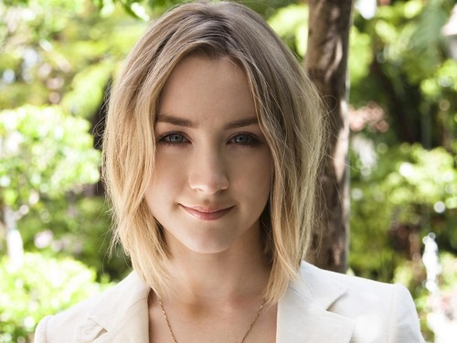 Saoirse Ronan wallpaper containing a portrait titled Saoirse Ronan
