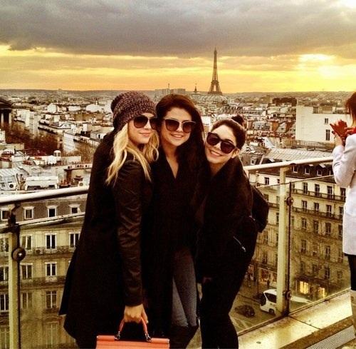 Selena in Paris