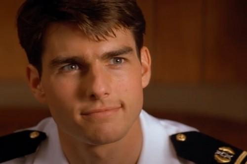 Tom Cruise achtergrond containing veldtenue, slag bij jurk, uniform, regimentals, and a green beret, baret titled Tom