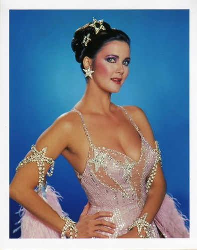 Lynda Carter karatasi la kupamba ukuta probably with a portrait titled Lynda Carter