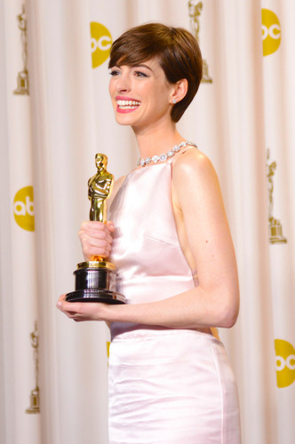 Anne Hathaway winning the Oscar 2013 for best supporting role