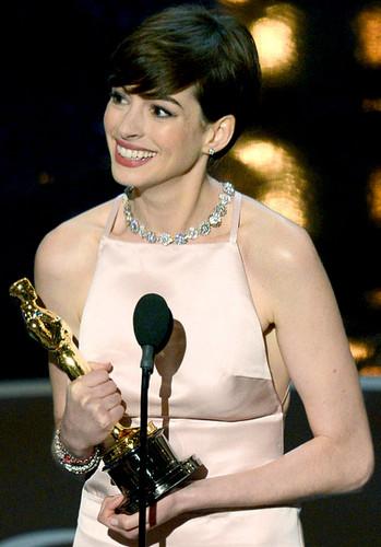 Anne wins an Oscar!!!
