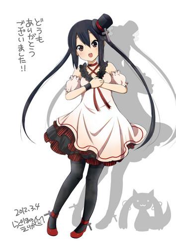 Azusa in lolita outfit