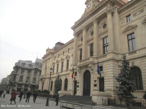 Bucharest Romania - people on đường phố, street - romanian capital city architecture