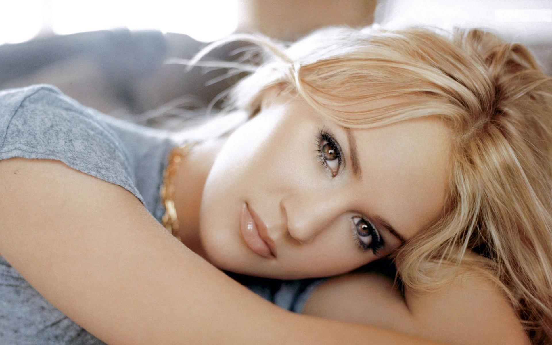 Nude carrie underwood Carrie Underwood: