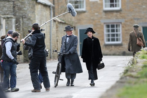 Downton Abbey wolpeyper probably with a street, uniporme, and a green birete titled Downton Abbey Season 4 filming