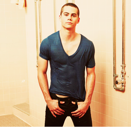 Dylan O'Brien karatasi la kupamba ukuta with a bathroom and a kuoga titled Dylan <3