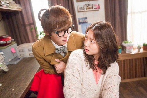 Inspector Enrique and Teacher Dok mi